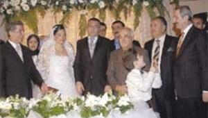Bakan Çağlayan yeğenini evlendirdi