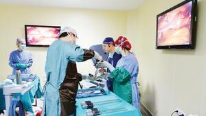 İzmir'deki ameliyatı dünya canlı izledi
