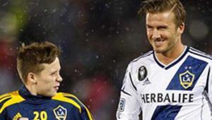 Genç Beckham, babasının yolunda