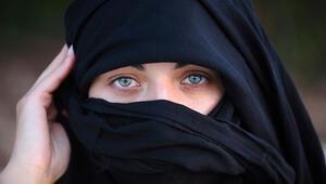 Fransada burkalı turisti operadan kovdular