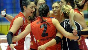Eczacıbaşı Vitrayı deviren Vakıfbank finale yükseldi