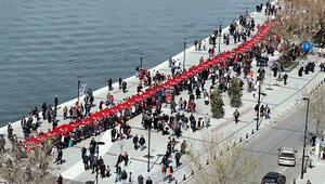 100'üncü yıl için 1915 metrelik Türk bayrağı