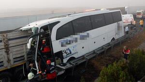 Kamyon otobüsün içine girdi