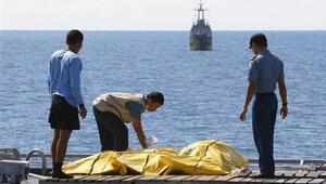 Dalgıçlar düşen AirAsia uçağının gövde kısmına girdi
