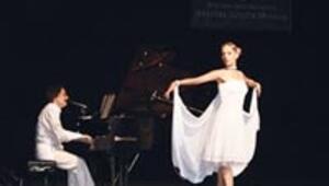 Timur Selçuk söyledi kızı dans etti