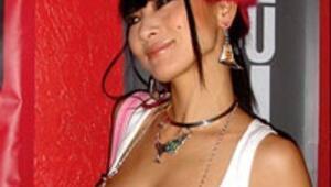 Playboy güzeli Bai Lingden özel dans