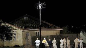 Californiada savaş uçağı evlerin üzerine düştü