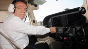 Eski YÖK Başkanı Özcan pilot lisansı aldı