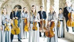 Berlin Duvarı yıkıldı, klasik müzik orkestrası modayla buluştu