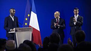 15 kişiyi kurtaran Malili Müslüman genç, törenle Fransız vatandaşı oldu