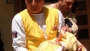 Tuvalette doğum yaptı, bebeğini havalandırma boşluğuna attı