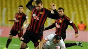 Eskişehirspor 3 golle turladı