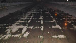 Adanada sulama kanalı buz tuttu