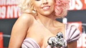 West kızdırdı, Gaga büyüledi