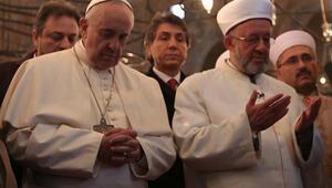 Papa Francesco Sultanahmet Camiinde dua etti