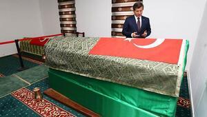 Başbakan Ahmet Davutoğlu, Süleyman Şah Türbesi'ni ziyaret etti