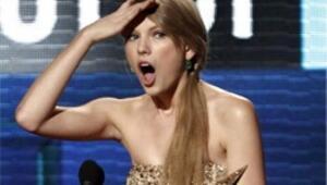 Gecenin yıldızı Swift, kaybedeni Gaga oldu