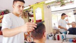 Meisliler, saç kestirmek için bile Kaş'a geliyor