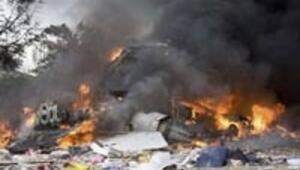 Bombardıman uçağı mahalleye çakıldı