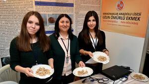 Liseli öğrenciler günlerce bayatlamayan ekmek üretti