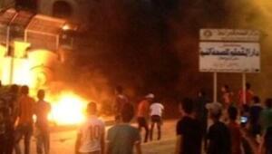 Müslüman Kardeşlerin binası ateşe verildi