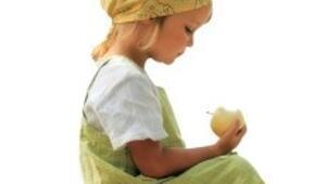 12 yaşındaki Sevde, sadece meyve sebze yiyor etin, sütün çikletin dahi tadını bilmiyor