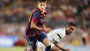Hem Neymar'ı aldı hem topa tuttu
