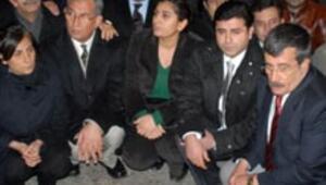 Diyarbakırda oturma eylemi, Yüksekova ve Cizrede olay