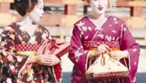 Kimono giyip tapınak gezecek