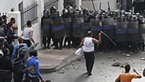 Mısırda Hıristiyanlar hükümete ateş püskürüyor