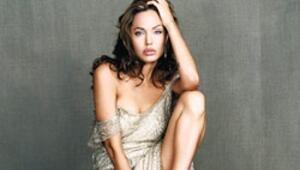 Barış elçisi Angelina'nın eli kanlı mı