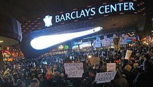 NBA maçına Ferguson protestosu ve Kraliyet çifti damga vurdu