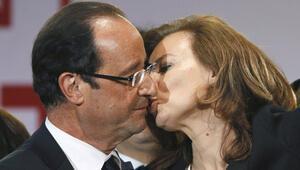 Hollande Valerie Trierweileryi saraydan atıyor