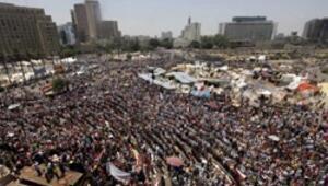 Mısırda camiler çatışma ihtimaline karşı açık tutulacak