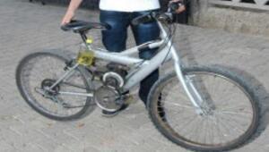 Bisikletini motosiklete çevirdi