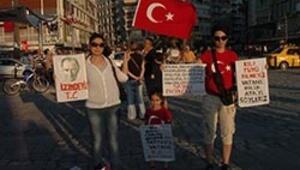İzmirde gözaltılara protesto