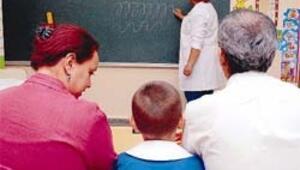 Okul korkusu yüzünden üç yıl oğlumuzla aynı sınıfa girdik