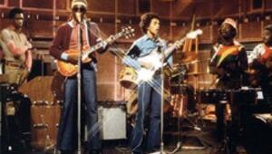 Sahnede Bob Marley'in grubu The Wailers