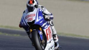İki tekerde Lorenzo, dört tekerde Latvala kazandı