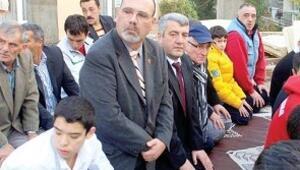Ermeni başkandan bayram namazı