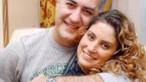 Eşinin yanında Tameri de öptü