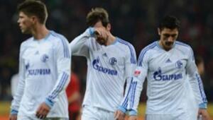 Schalkeye Leverkusenden ağır darbe