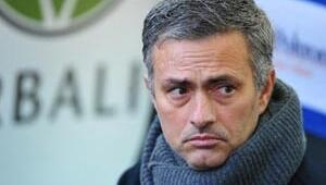 Mourinho yine rakibe çattı
