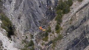 İspanya'dan Almanya'ya giden Germanwings'e ait yolcu uçağı Fransız Alpleri'ne çakıldı