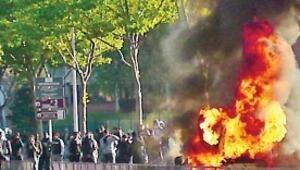 Gençler arabaları yaktı, Fransa savaş alanına döndü
