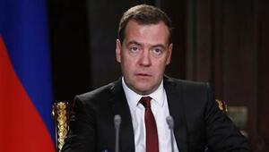Putinin ardından Medvedev de...
