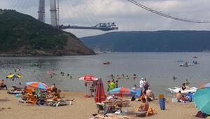 3. Köprü inşaatına karşı halk denize giriyor