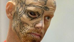 Kim gözüne dövme yaptırmak ister