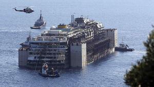 Costa Concordianın  son yolculuğu başladı