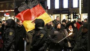 Almanyada İslam karşıtı gösteri